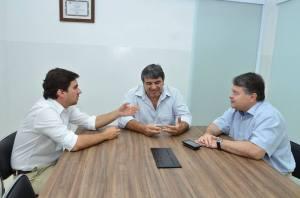 Com Prefeito Vinicius Camarinha, Secretário Cássio Luiz Pinto Junior e Marcos Calil em Calil.Con Assessoria Contábil.